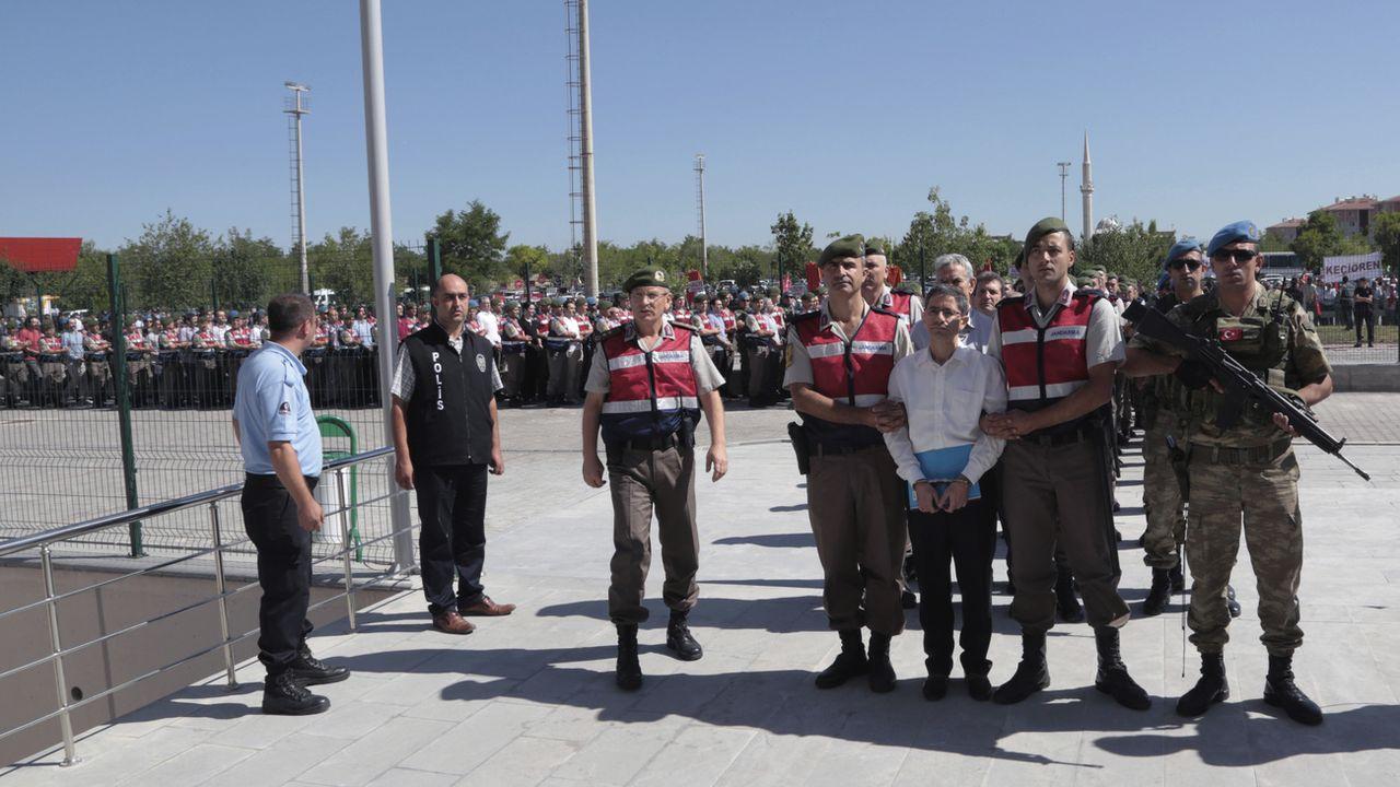 Quelque 55'000 personnes ont été arrêtées en Turquie depuis le coup d'état manqué de 2016. [Burhan Ozbilici - KEYSTONE/AP PHOTO]