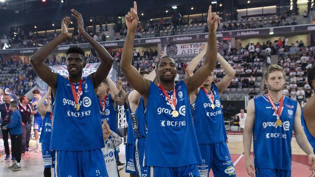 Rien n'a été facile pour Fribourg lors de cette finale [Marcel Bieri - Keystone]