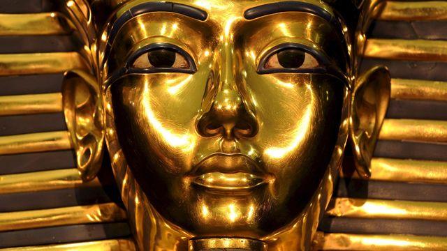 Selon une égyptologue canadienne, deux soeurs de Toutankhamon auraient occupé ensemble le trône avant le trop jeune pharaon. [Peter Kneffel - Keystone]