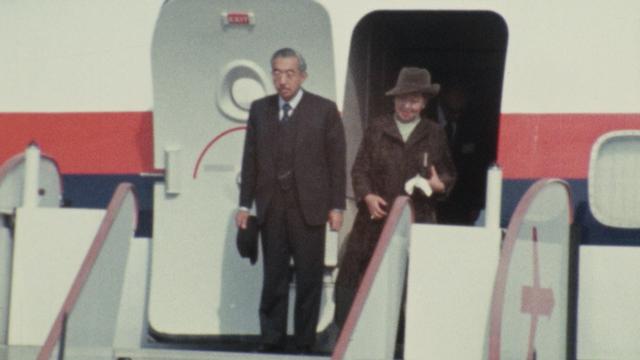 En octobre 1971, l'empereur Hirohito et son épouse effectuent une visite en Suisse. [RTS]