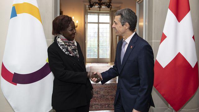 Reçue à Berne, la cheffe de la Francophonie Louise Mushikiwabo a salué le rôle de la Suisse. [Peter Schneider - Keystone ]