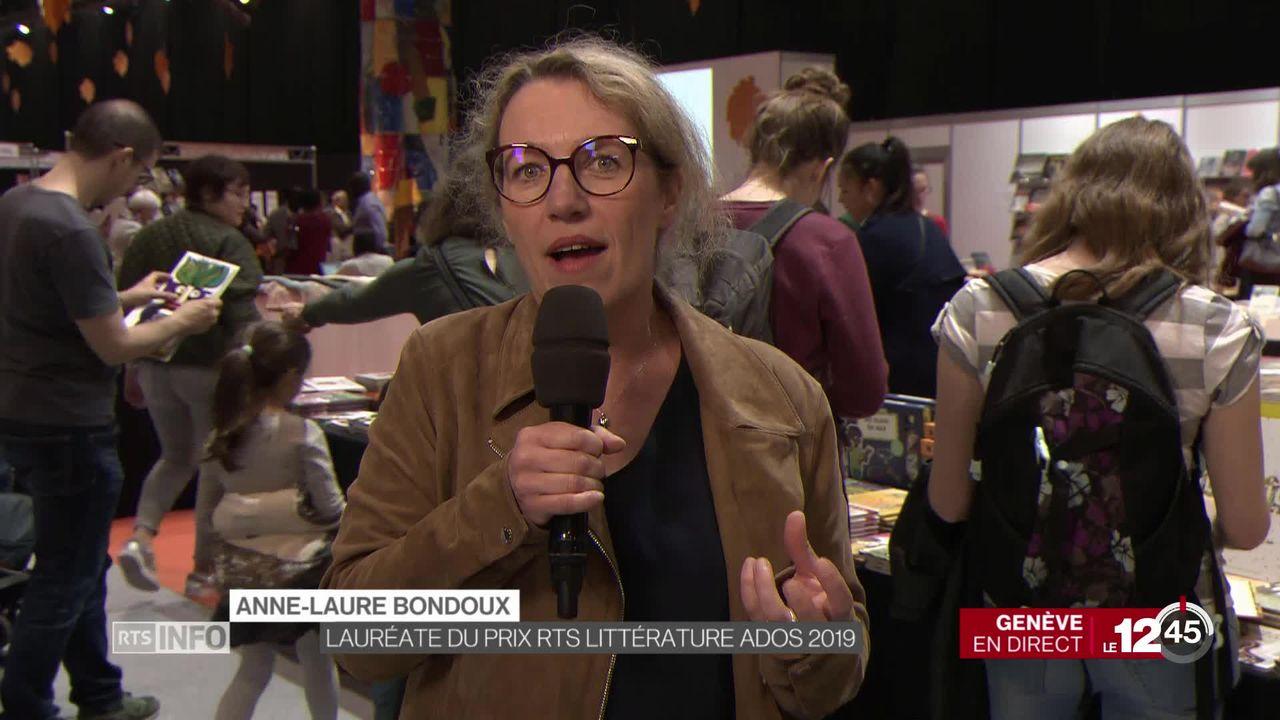 """Salon du livre de Genève: Anne-Laure Bondoux est récompensée pour son roman """"L'Aube sera grandiose"""". Un prix décerné par les jeunes lecteurs. [RTS]"""