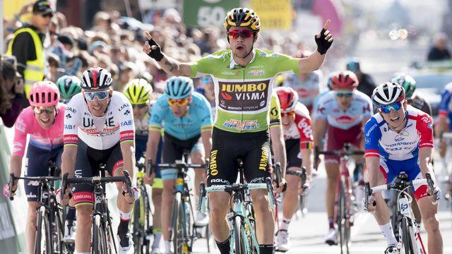 Primoz Roglic s'empare du maillot jaune de leader. [Laurent Gillieron - Keystone]