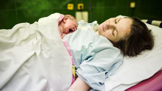 Une rééducation du périnée est possible après une naissance. [halfpoint - Depositphotos]