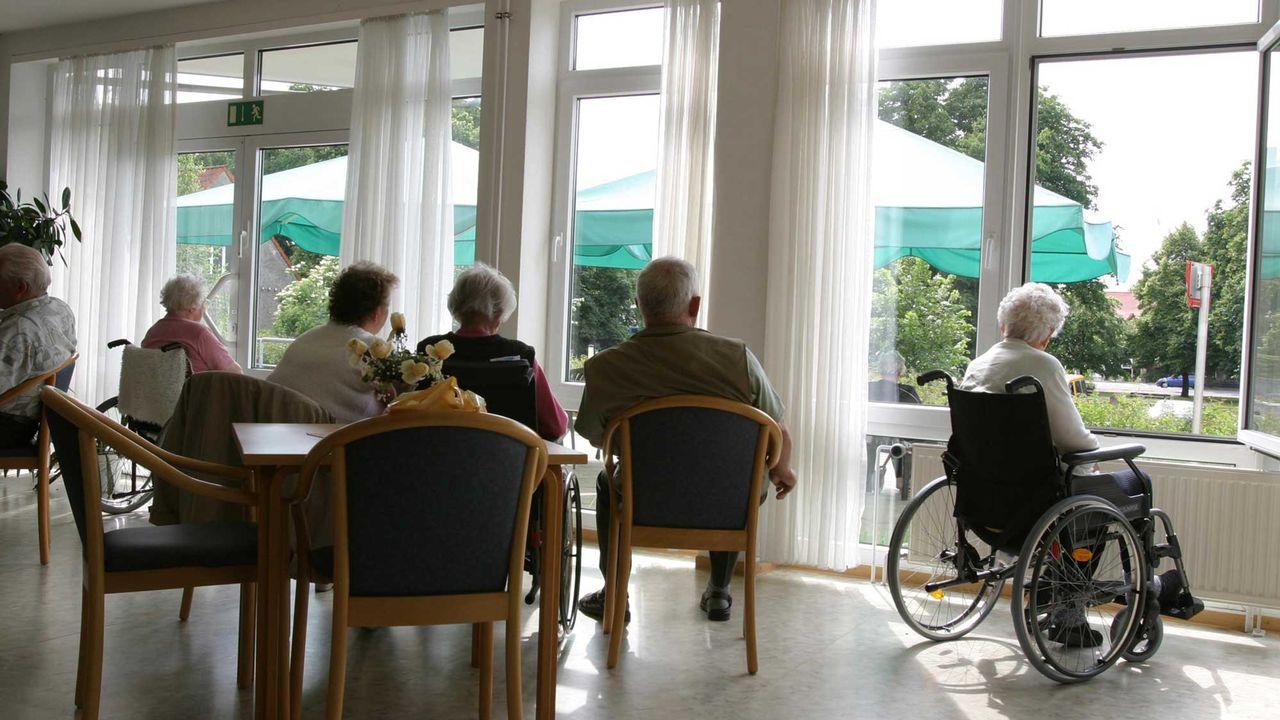 La faîtière des EMS genevois publie un document pour mieux cerner le souhait des personnes âgées en matière de soins.  [Anke Thomass - Fotolia]