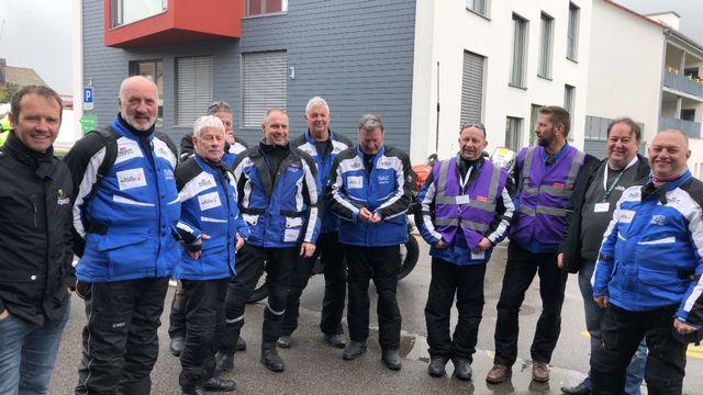 Le groupe Radio Tour au complet avant de prendre le départ pour l'étape Lucens-Torgon. [Sébastien Schorderet - RTS]