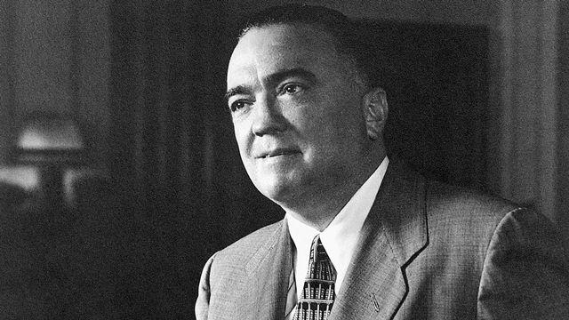 John Edgar Hoover, né le 1er janvier 1895 et mort le 2 mai 1972 à Washington D.C., a été le premier directeur du Federal Bureau of Investigation (FBI) du 10 mai 1924 à sa mort, soit pendant quarante-huit ans.