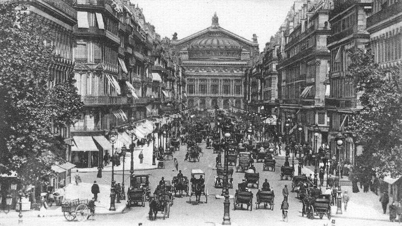 Carte postale représentant l'Opéra Garnier vers 1900 [wikipedia]