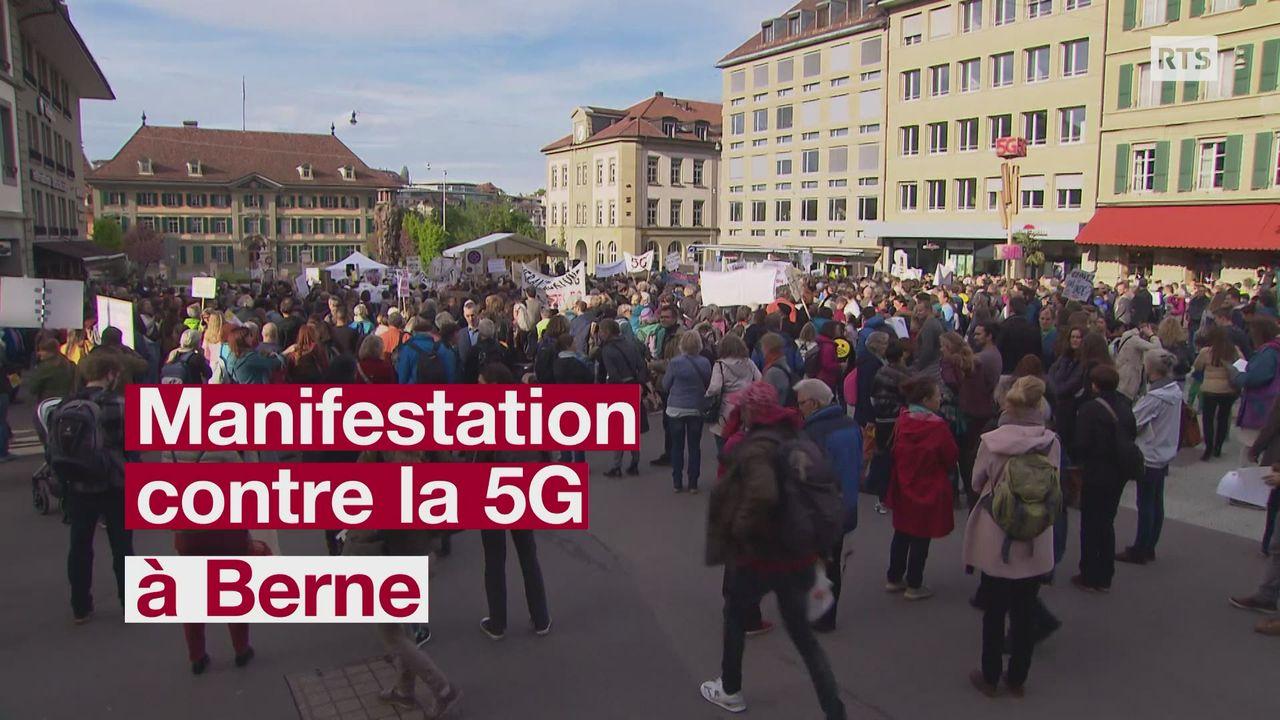 Des centaines de personnes manifestent contre la 5G à Berne [RTS]