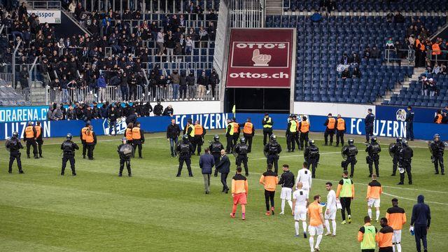 Des supporters de GC ont provoqué une nouvelle interruption de match dimanche. [Alexandra Wey - Keystone]