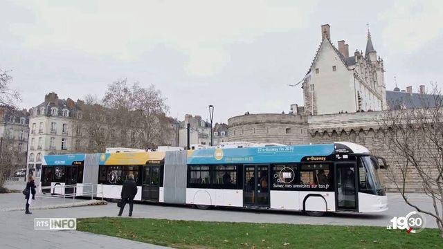 Le nouveau bus électrique de près de 25m de long roule déjà à Nantes. [RTS]