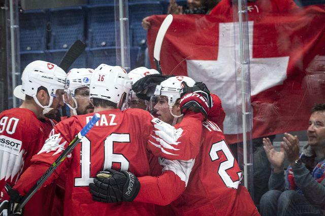 La célébration des joueurs suisses après leur 4e victoire dans ce Mondial. [Melanie Duchene - Keystone]