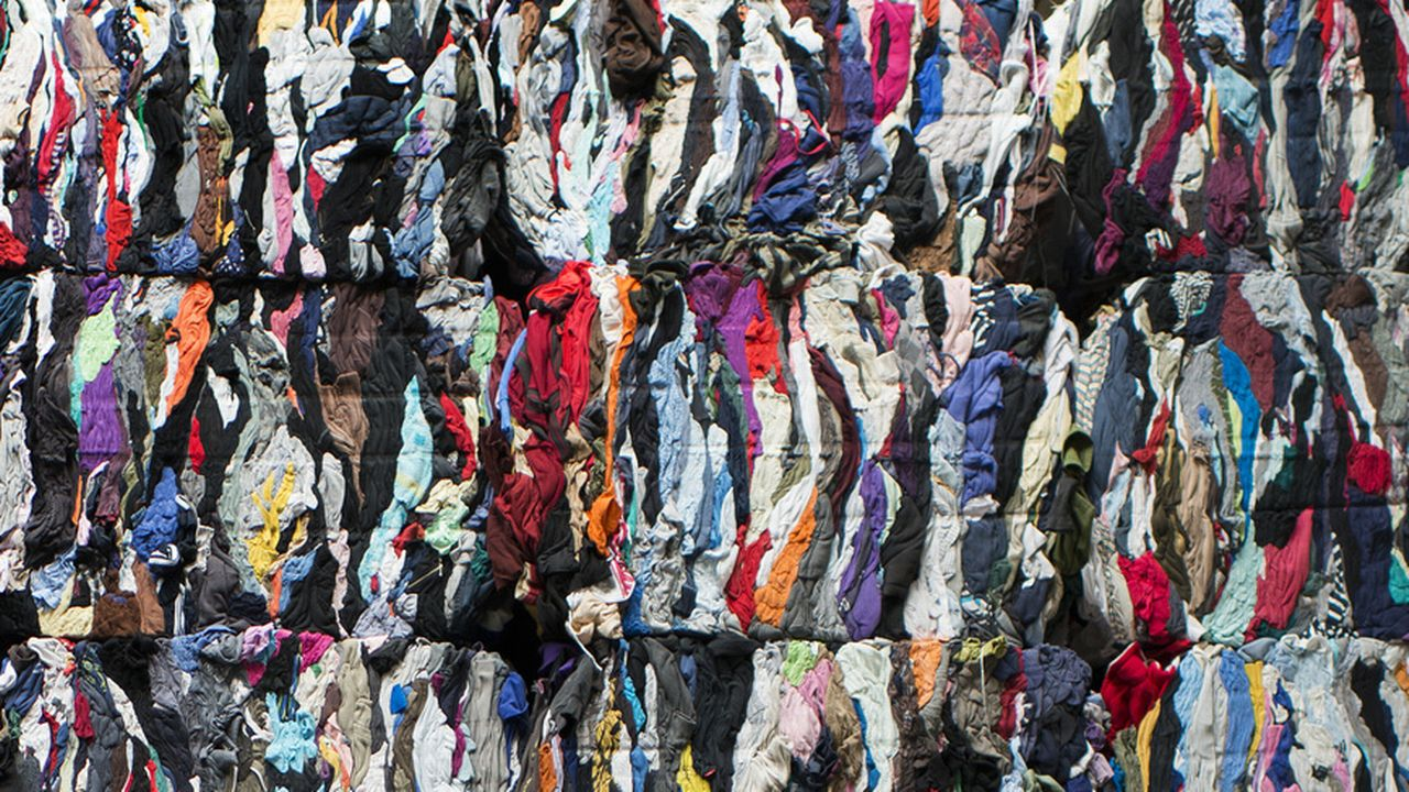 La Confédération élabore une initiative pour une chaîne textile plus durable. [Christian Beutler - Keystone ]