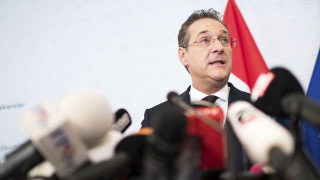 Le vice-chancelier autrichien Heinz-Christian Strache a annoncé sa démission devant la presse. [AP Photo/Michael Gruber - Keystone]
