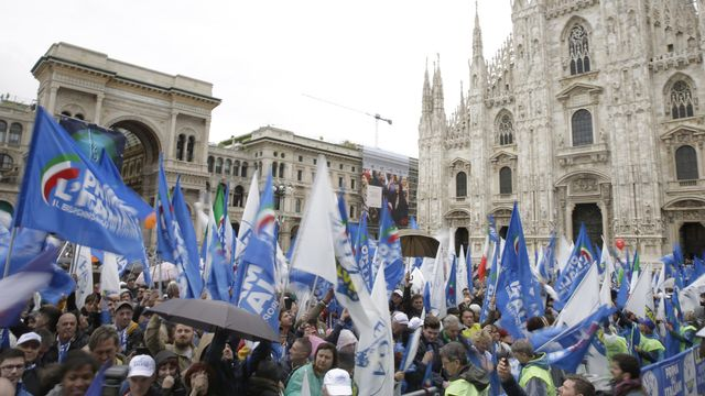 A une semaine du scrutin européen, les souvrainistes se réunissent à Milan autour de Matteo Salvini. [Luca Bruno - Keystone]