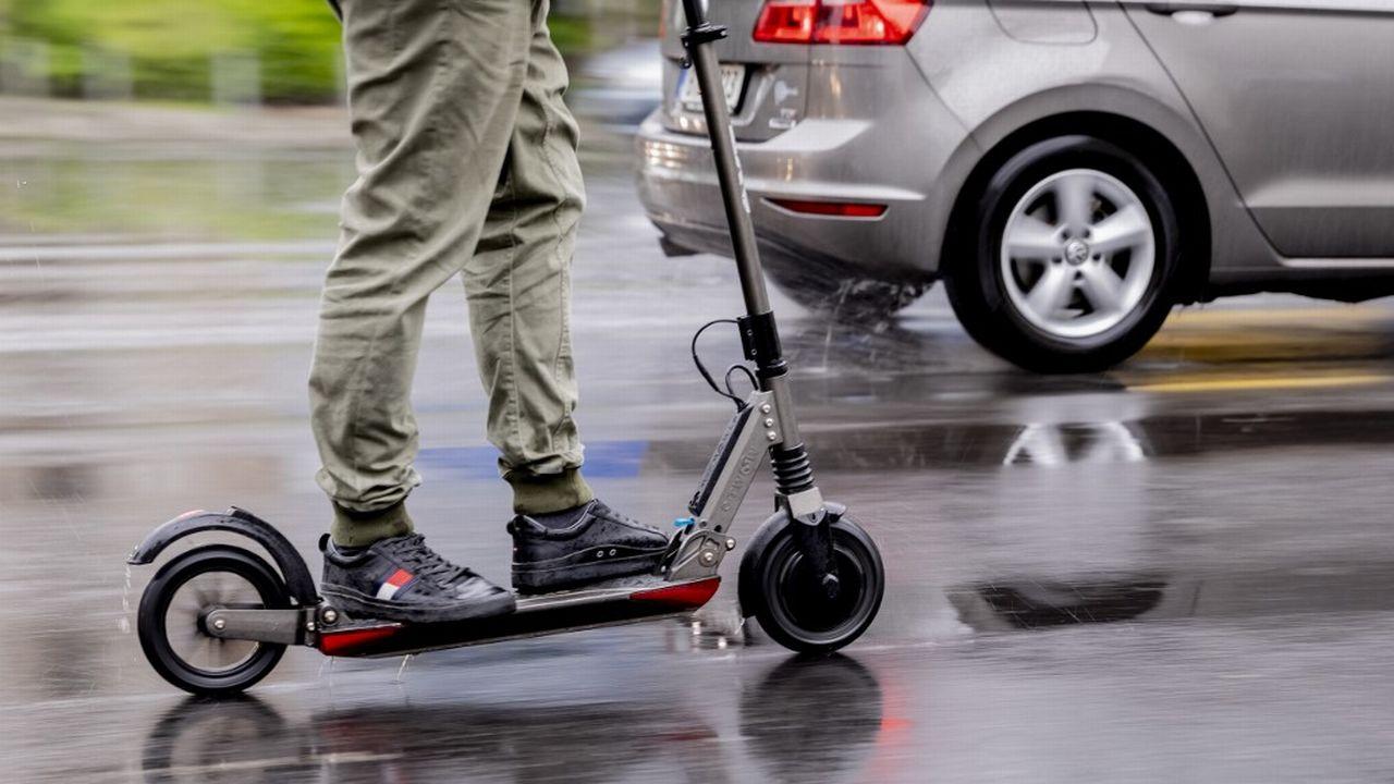 Genève renonce à autoriser les trottinettes électriques en libre-service. [Christoph Soeder - AFP]