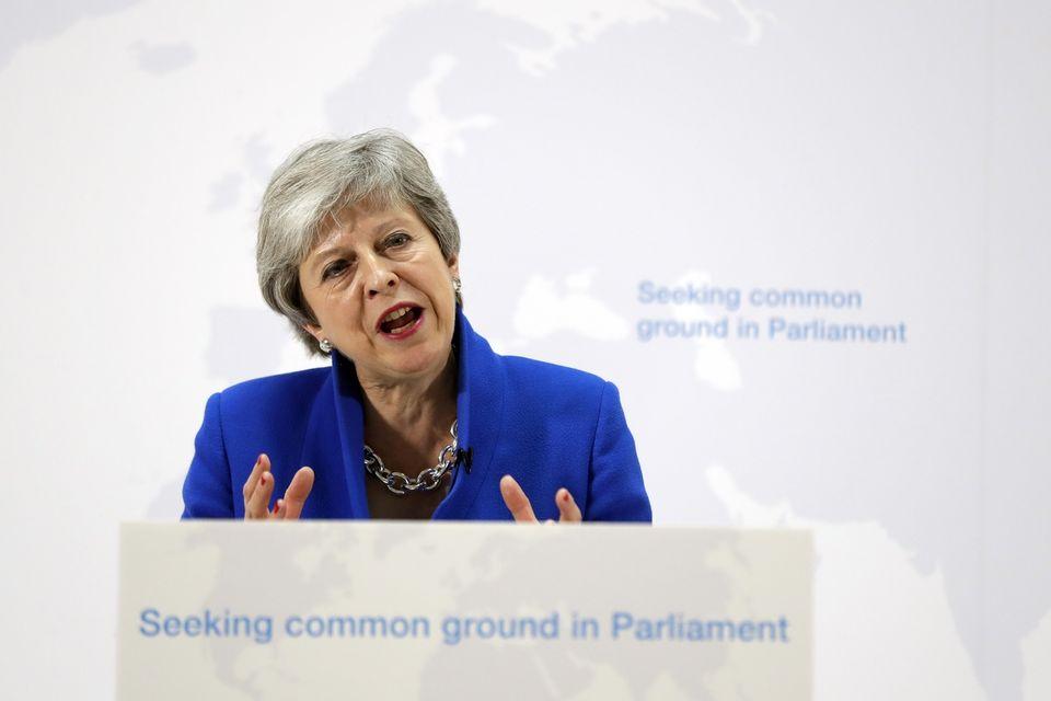 Theresa May annoncé une série de compromis pour sortir de l'impasse. [AP Photo/Kirsty Wigglesworth, pool - Keystone]