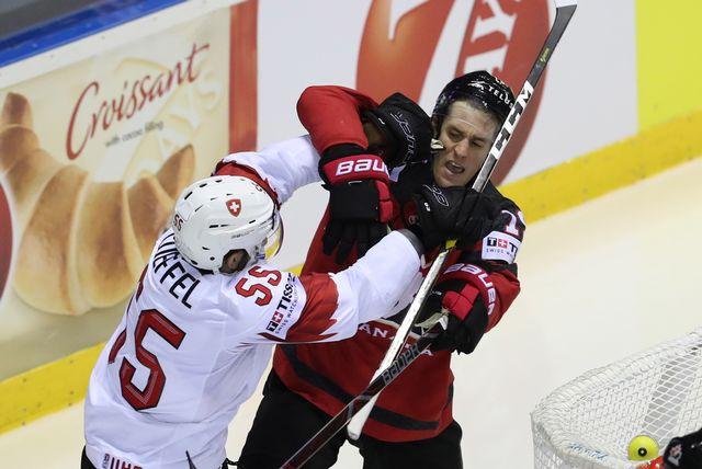 Loeffel a mené la vie dure aux Canadiens durant ce quart de finale. [Martin Divisek - Keystone]