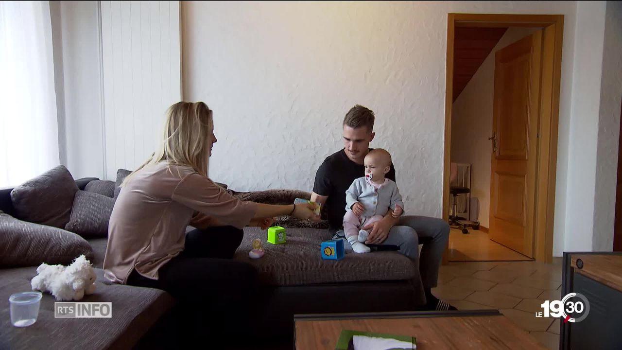Le conseil fédéral rejette le congé paternité de deux semaines. Il préfère développer une offre d'accueil extra-familiale [RTS]