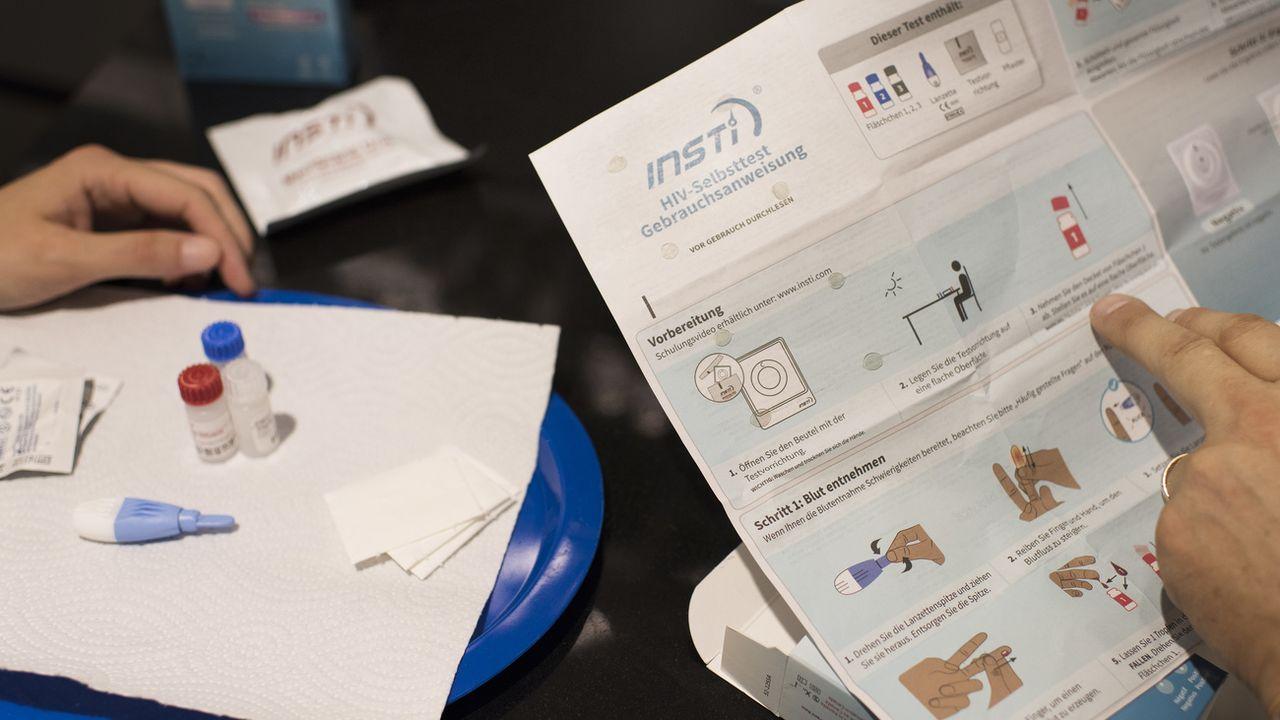 Un autotest de dépistage du VIH et sa notice d'utilisation. [Keystone]