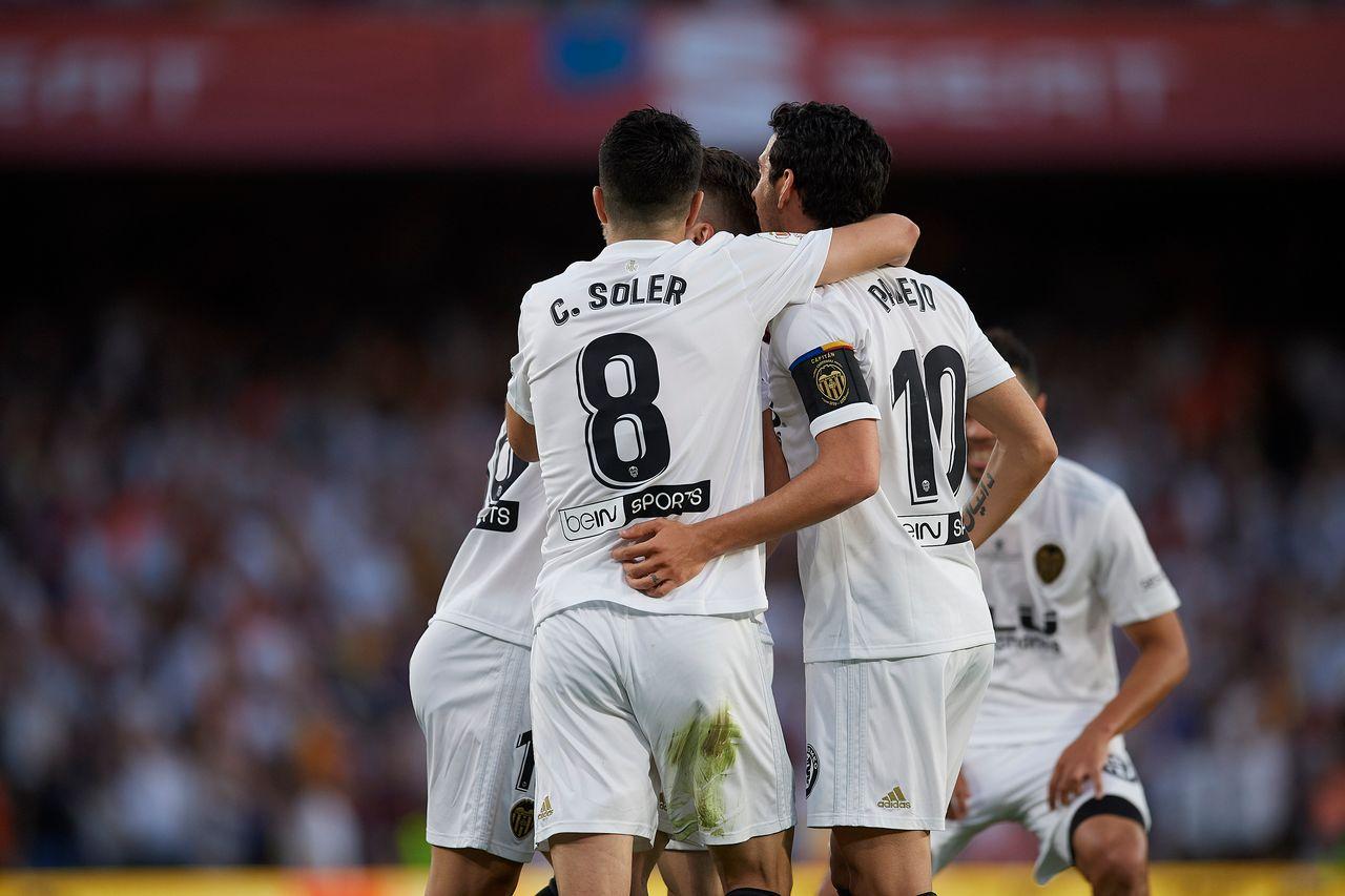 Les joueurs de Valence jubilent après l'ouverture du score de Gameiro. [Jose Breton - AFP]