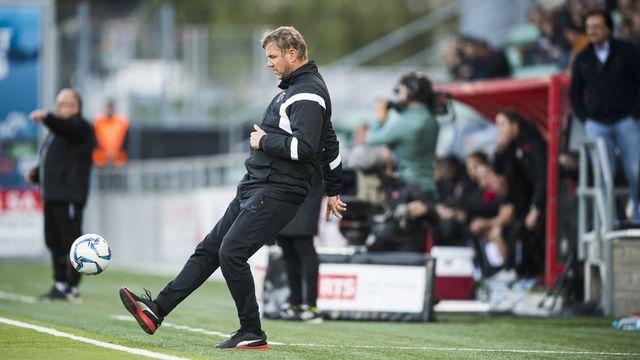 Stéphane Henchoz sera sur le banc du FC Sion dès la saison prochaine. [Jean-Christophe Bott - Keystone]