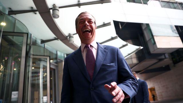 Nigel Farage savoure la victoire de son parti du Brexit aux européennes. [Hannah Mckay - REUTERS]