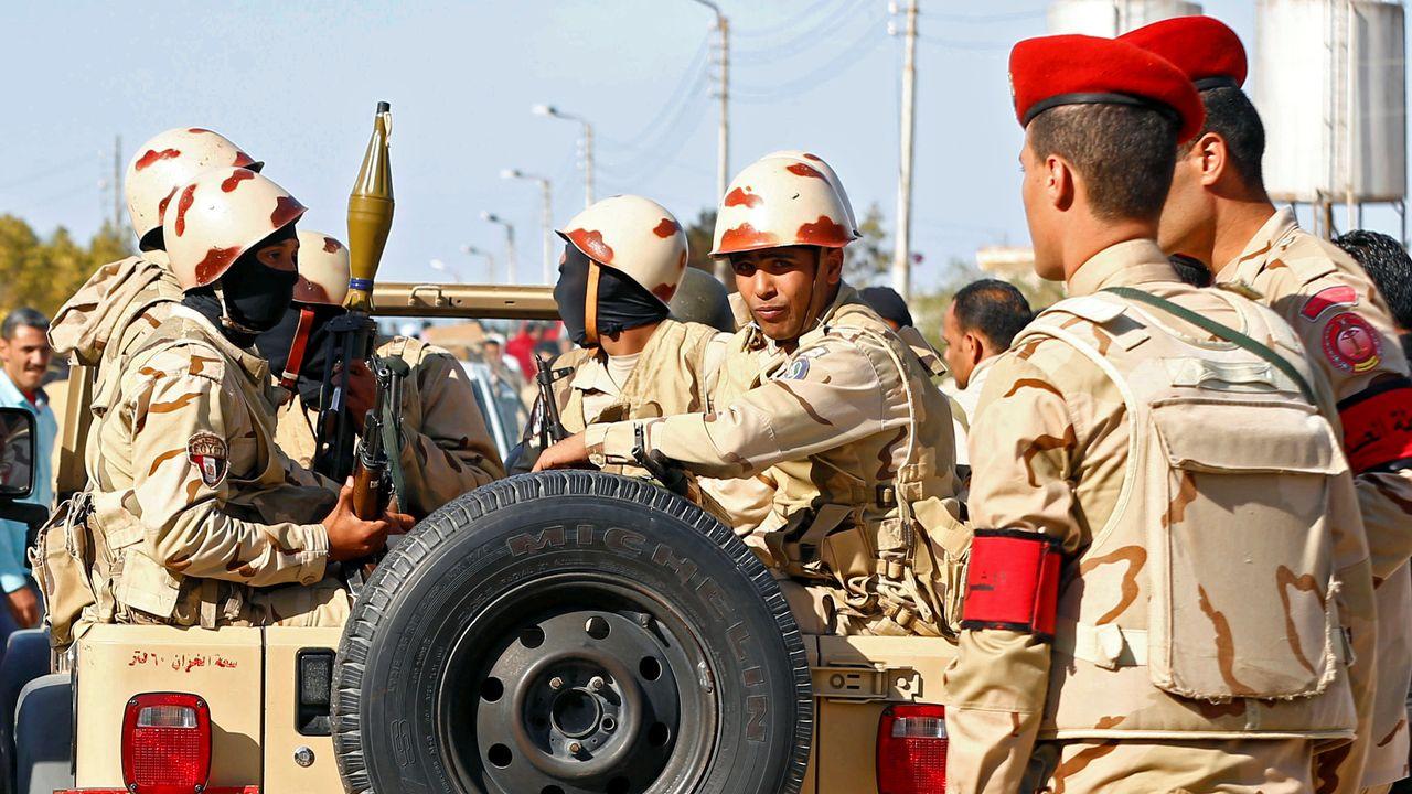 Des militaires égyptiens dans le Sinaï.  [Mohamed Abd El Ghany - Reuters]