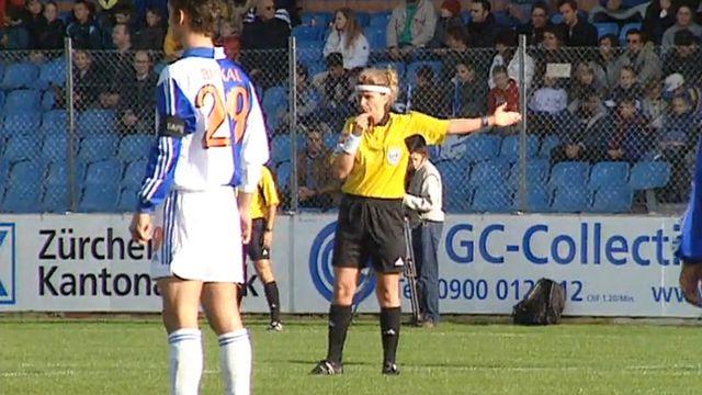 Nicole Petignat fait preuve d'autorité sur le terrain de football.