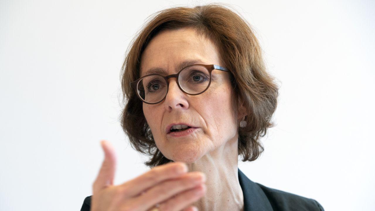 La présidente de la direction d'economiesuisse Monical Rühl a présenté l'étude qui montre le soutien des entreprises à l'accord-cadre. [Anthony Anex - KEYSTONE]