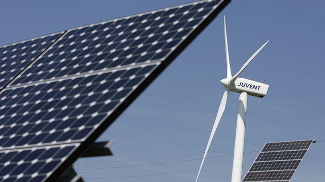 Les installations solaires et éoliennes de Mont-Soleil, dans le Jura bernois. [Peter Klaunzer - Keystone]