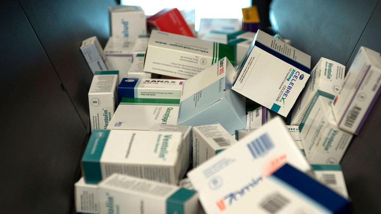 Plusieurs experts dénoncent l'obsolescence programmée des médicaments. [Peter Schneider - Keystone]