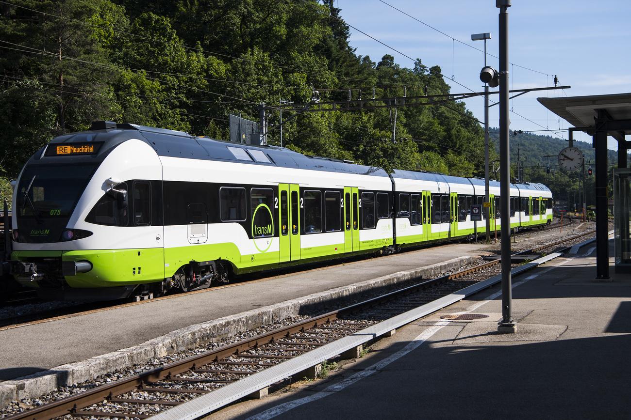 Le train TransN entre Neuchâtel et La Chaux-de-Fonds.