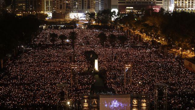 Une vue de la veillée en mémoire des victimes du massacre de Tiananmen à Hong Kong. [Vincent Yu - AP Photo]