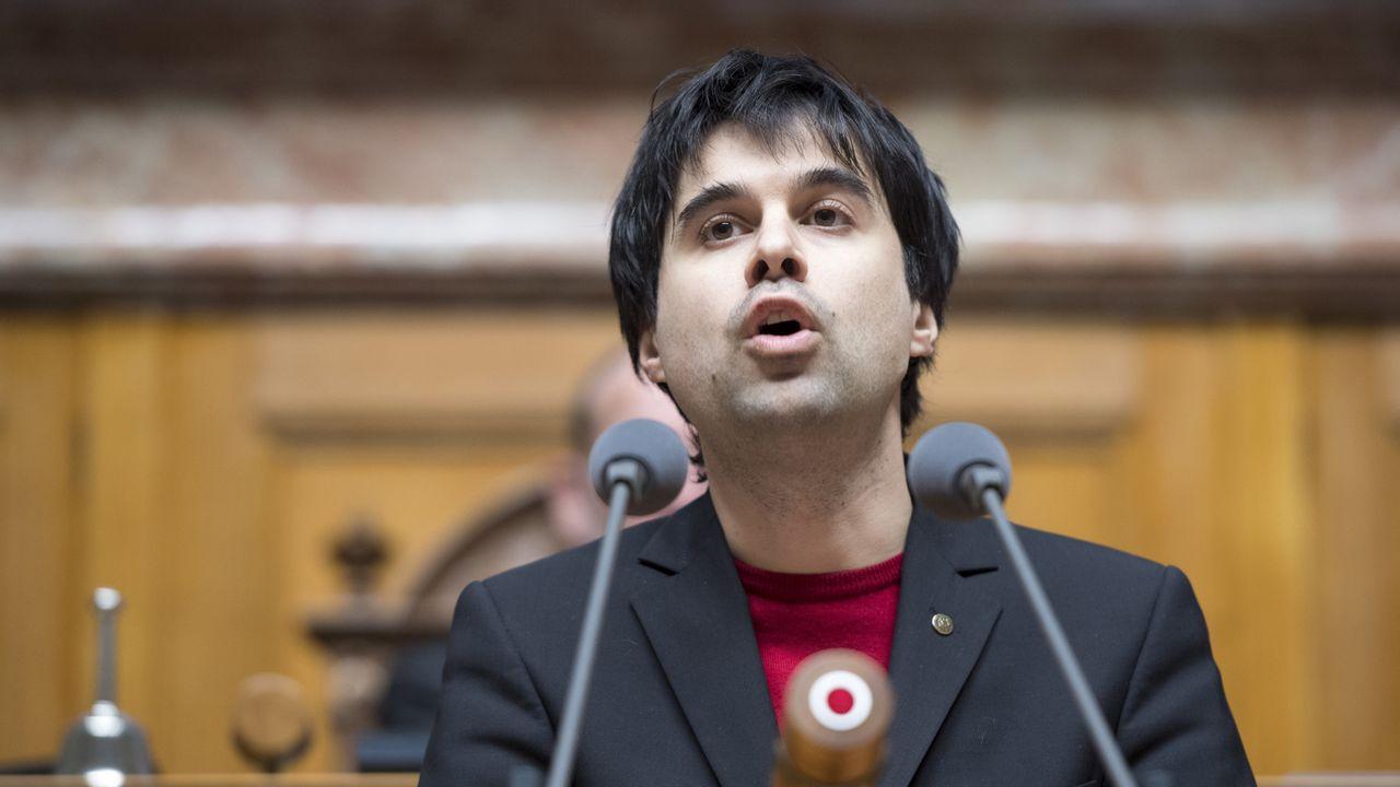 Le conseiller national socialiste vaudois Samuel Bendahan à la tribune du Parlement. [Anothny Anex - Keystone]