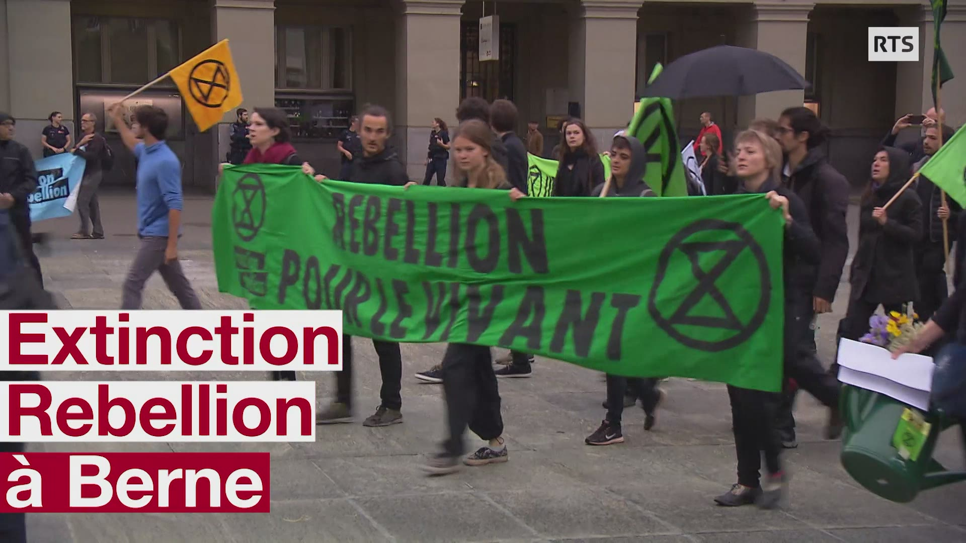 EXTINCTION REBELLION MANIFESTE DEVANT LE PALAIS FEDERAL