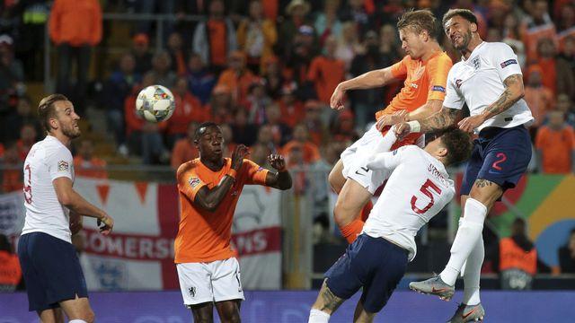 Duel âpre entre Néerlandais et Anglais. [Luis Vieira - Keystone]