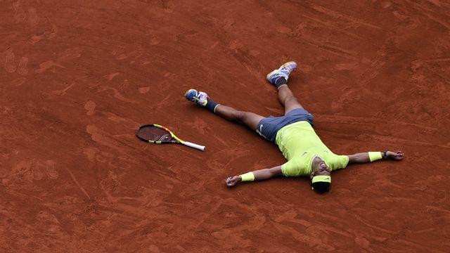 Rafael Nadal est le roi incontesté de la terre battue parisienne. [Julien Rosa - Keystone]