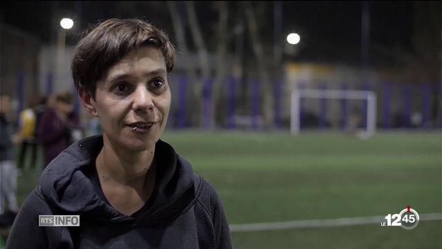 Reportage dans un bidonville argentin où l'émancipation féminine passe par le football [RTS]