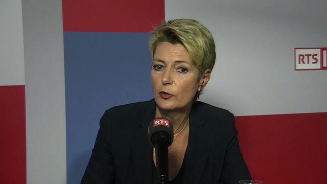Berne ne signe pas l'accord-cadre et demande des clarifications à Bruxelles: interview de Karin Keller-Sutter [RTS]