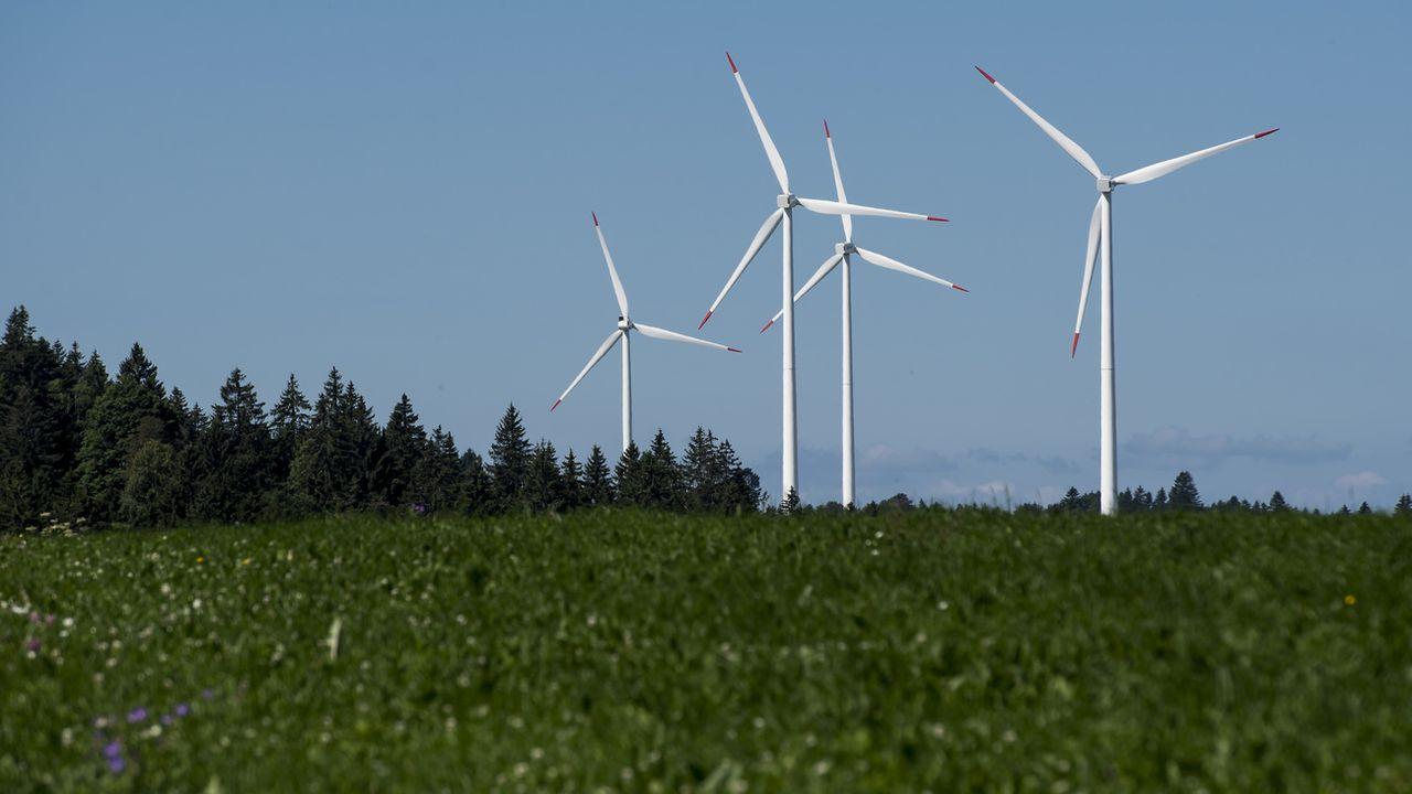 Des éoliennes au Mont Crosin (BE). [Jean-Christophe Bott - Keystone]