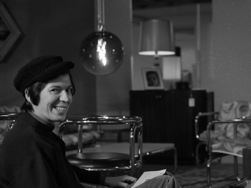 Charlotte Ruphi anime l'émission Chansons à aimer en 1971 [RTS]
