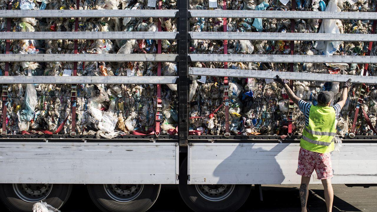 Intégrer du plastique au bitume permettrait d'en utiliser 16'000 tonnes par an [Alexandra Wey - KEYSTONE]