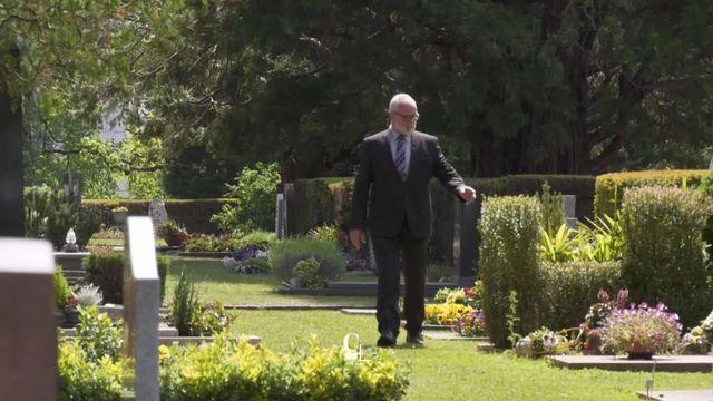 Série de la semaine sur les métiers improbables avec un gardien de cimetière [RTS]