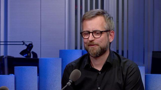 Démasculiniser la langue grâce au langage épicène: interview de Pascal Gygax [RTS]