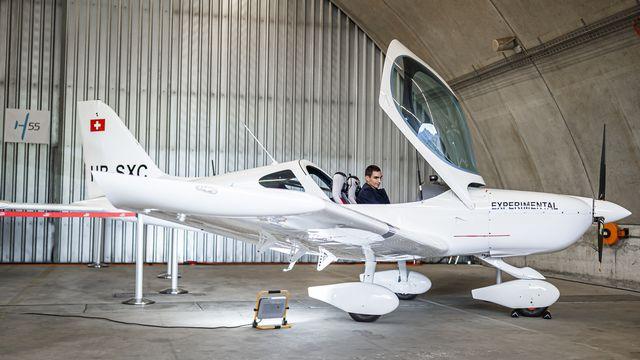 Un avion électrique biplace dévoilé à l'aéroport de Sion [Valentin Flauraud - Keystone]