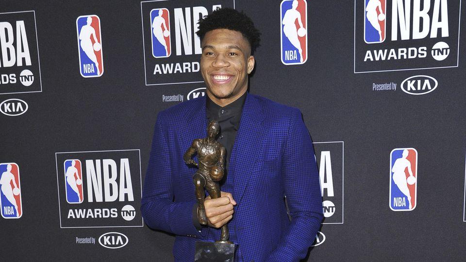 Antetokounmpo, né en Grèce dans une famille d'immigrés nigérians, a fait ses débuts en NBA en 2013 à Milwaukee. [Richard Shotwell - Keystone]