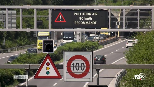 Les automobilistes invités à prendre les transports publics. Dans certaines régions des tarifs réduits sont proposés. [RTS]