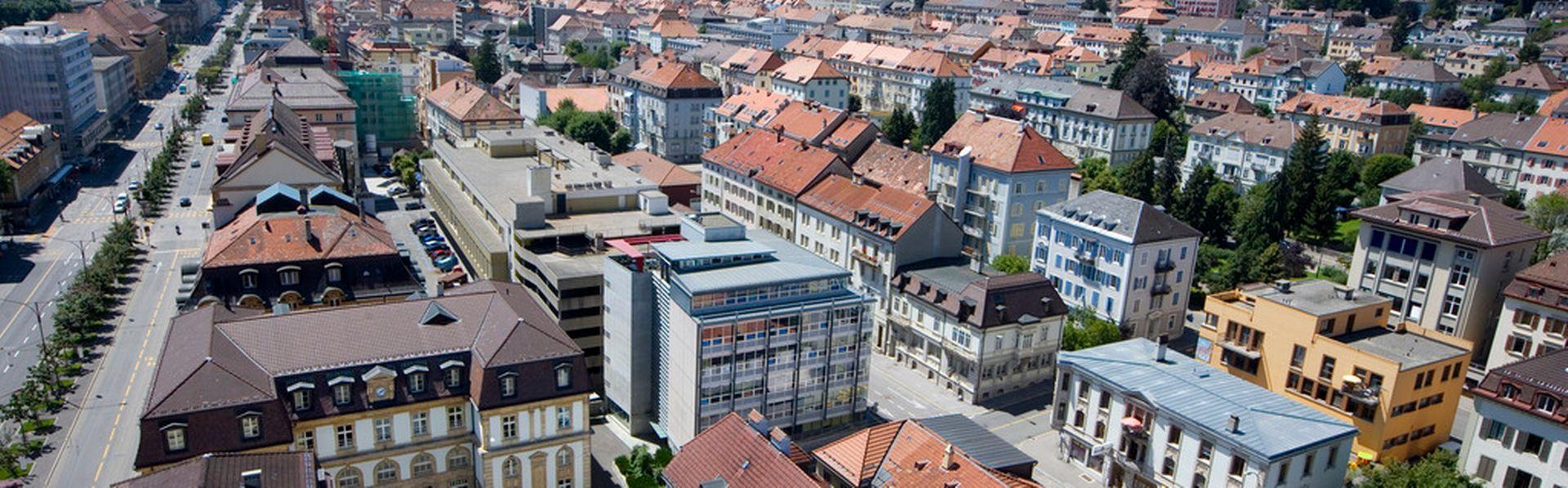 De nombreux habitants de France voisine ont leur vie organisée autour de La Chaux-de-Fonds. [Martin Ruetschi - Keystone]