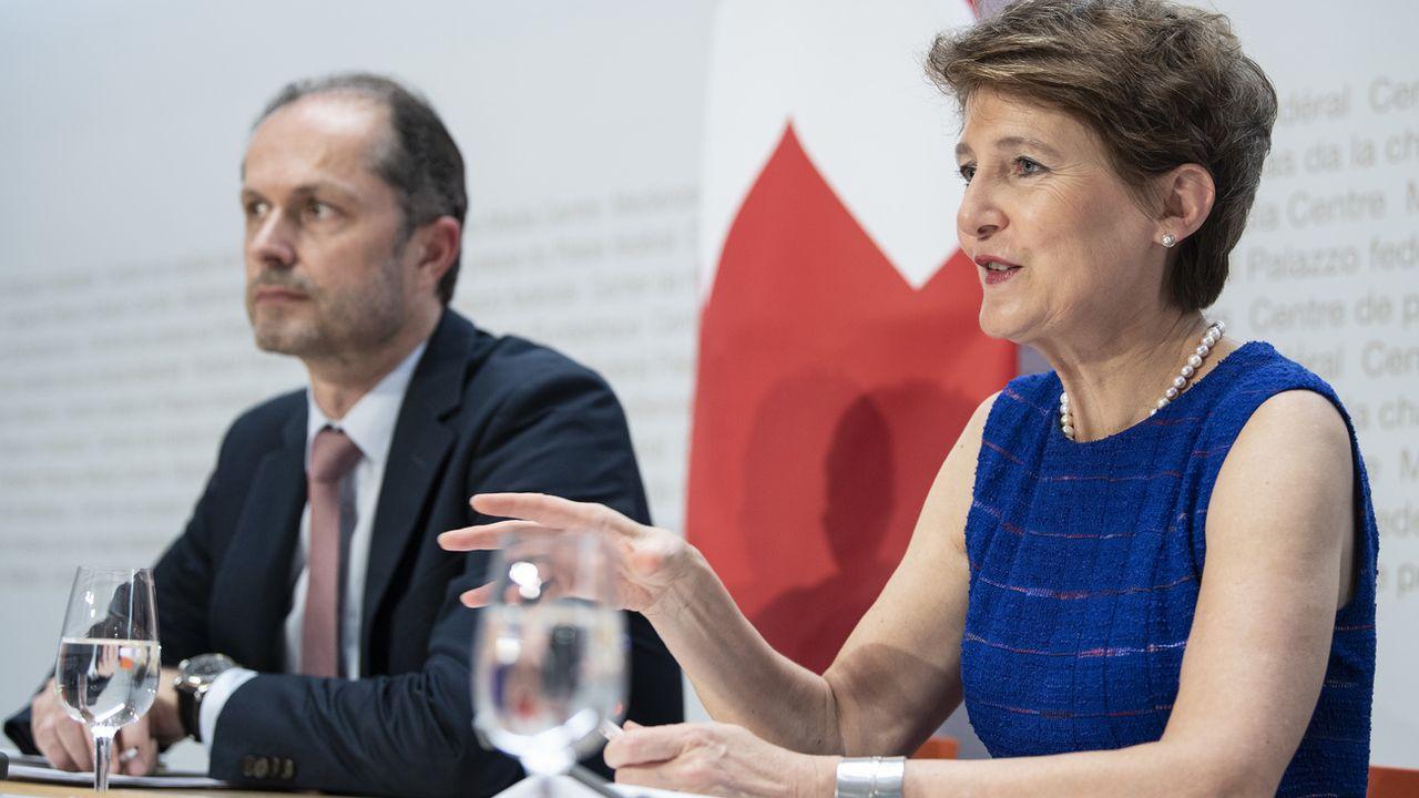 """Le Conseil fédéral vise l'exemplarité en matière de lutte en faveur du climat. """"Tout le monde doit faire des efforts supplémentaires, y compris l'administration"""", a déclaré la ministre de l'environnement Simonetta Sommaruga. [Peter Schneider - Keystone ]"""